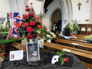 IMG 0195 rVisit to the Theatre St Ippolyts Flower Festival 28th May 2016