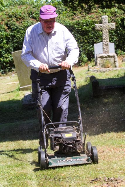 IMG 2641 c Gordon Mowing St Ippolyts 30th June 2015